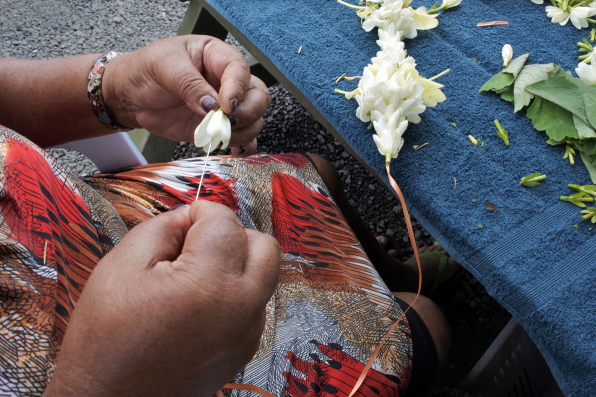 lei-making-hAWAII