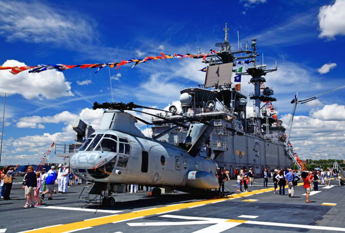 helicopter-exhibit-in-fleet-week-nyc
