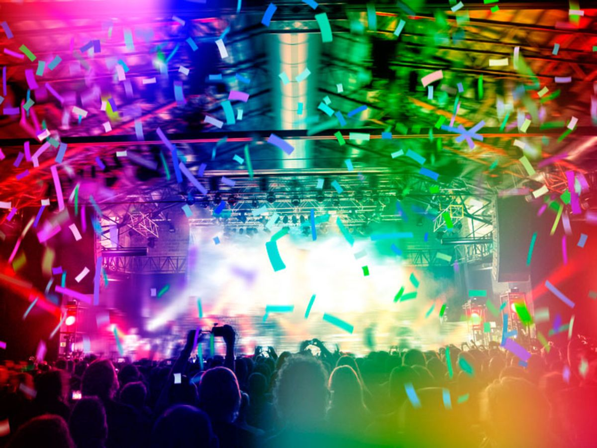 crowd-cheering-at-world-pride-concert