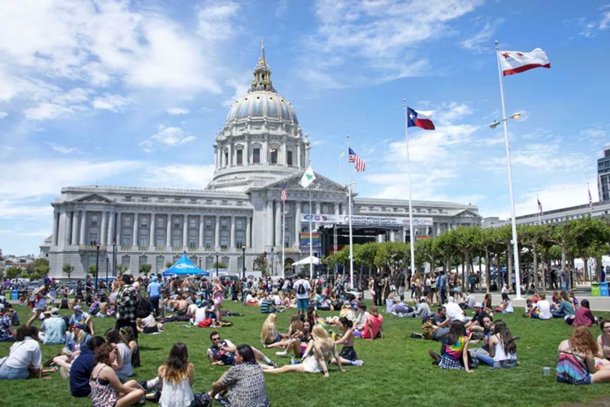 people-gathering-at-clusterfest-venue-in-san-francisco