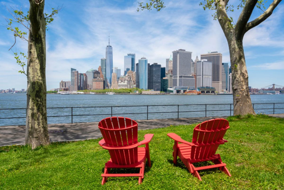 red-chairs-in-governors-island-facing-nyc-skyline