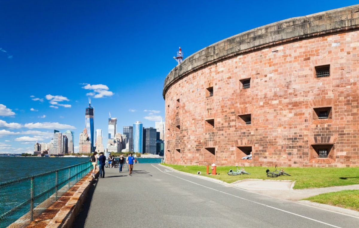 tourist-walking-in-governors-island