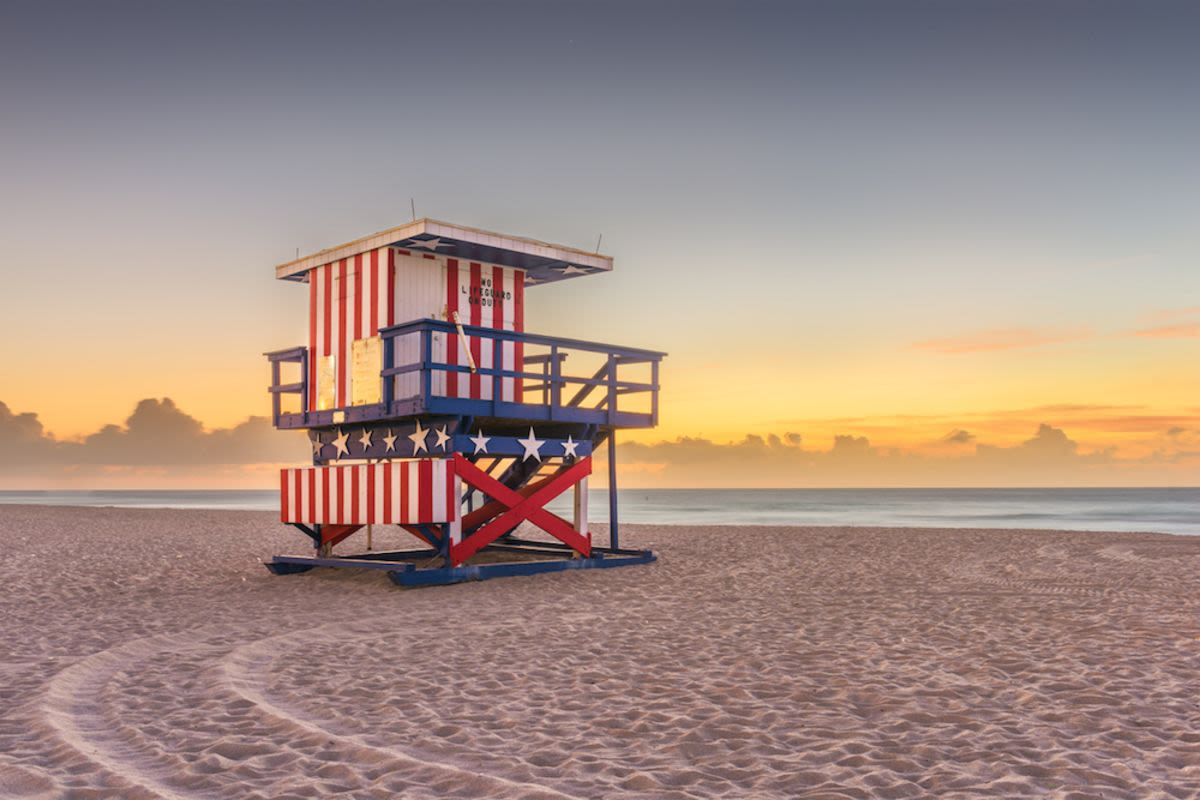 red-white-blue-lifeguard-shack-miami