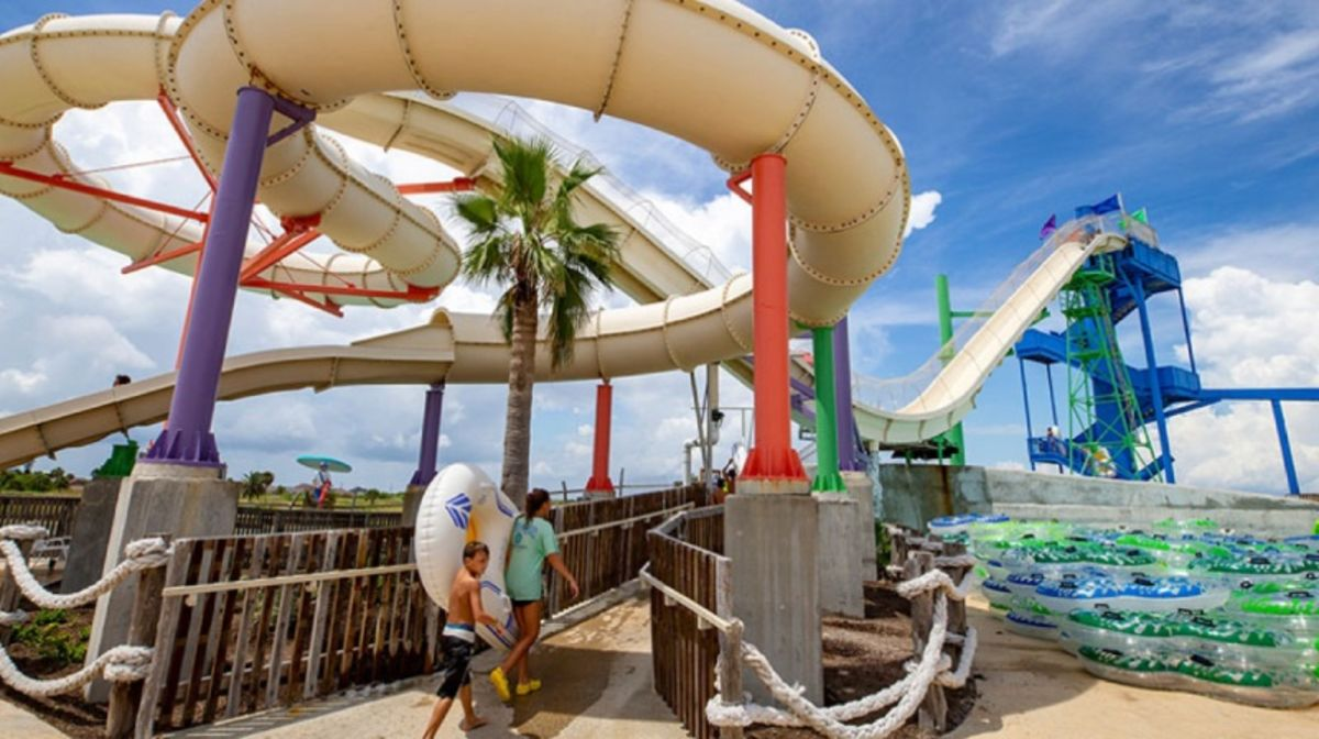 waves-resort-waterpark-kids-walking-to-water-slide