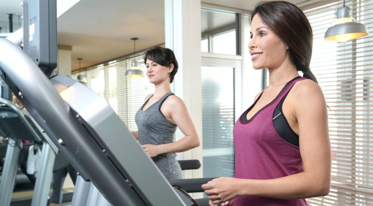 oyo las vegas women on treadmill