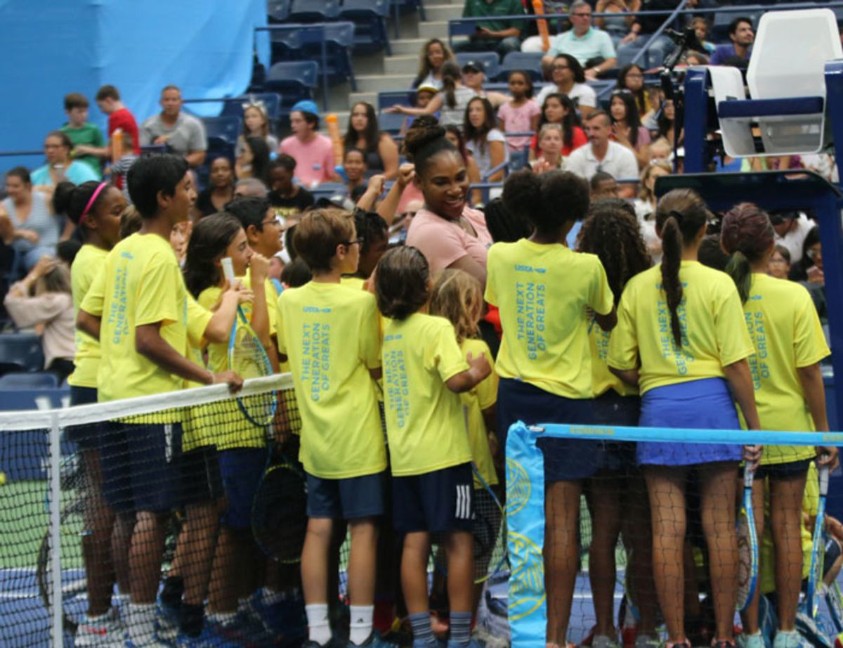 kids-surrounding-serena-williams