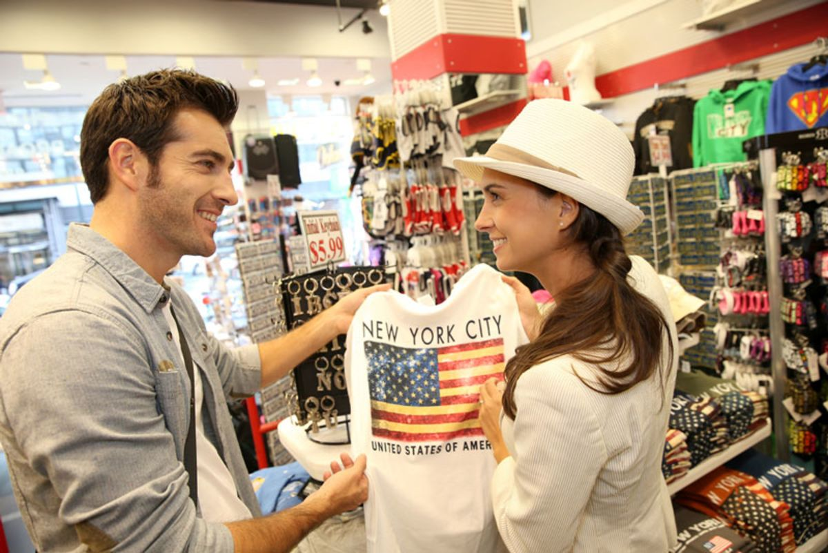 young-couple-in-store-shopping-for-new-york-city-souvenirs