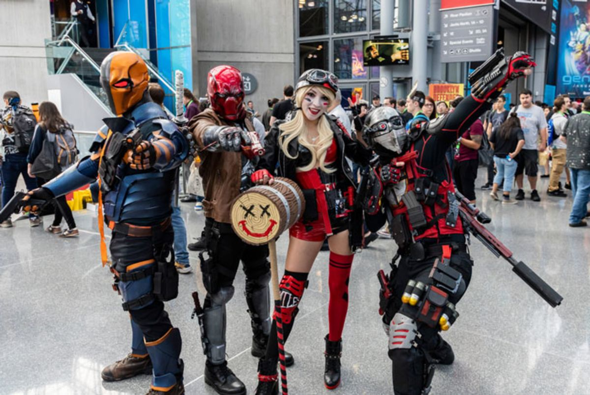 friends-in-futuristic-costumes-at-nyc-comic-con