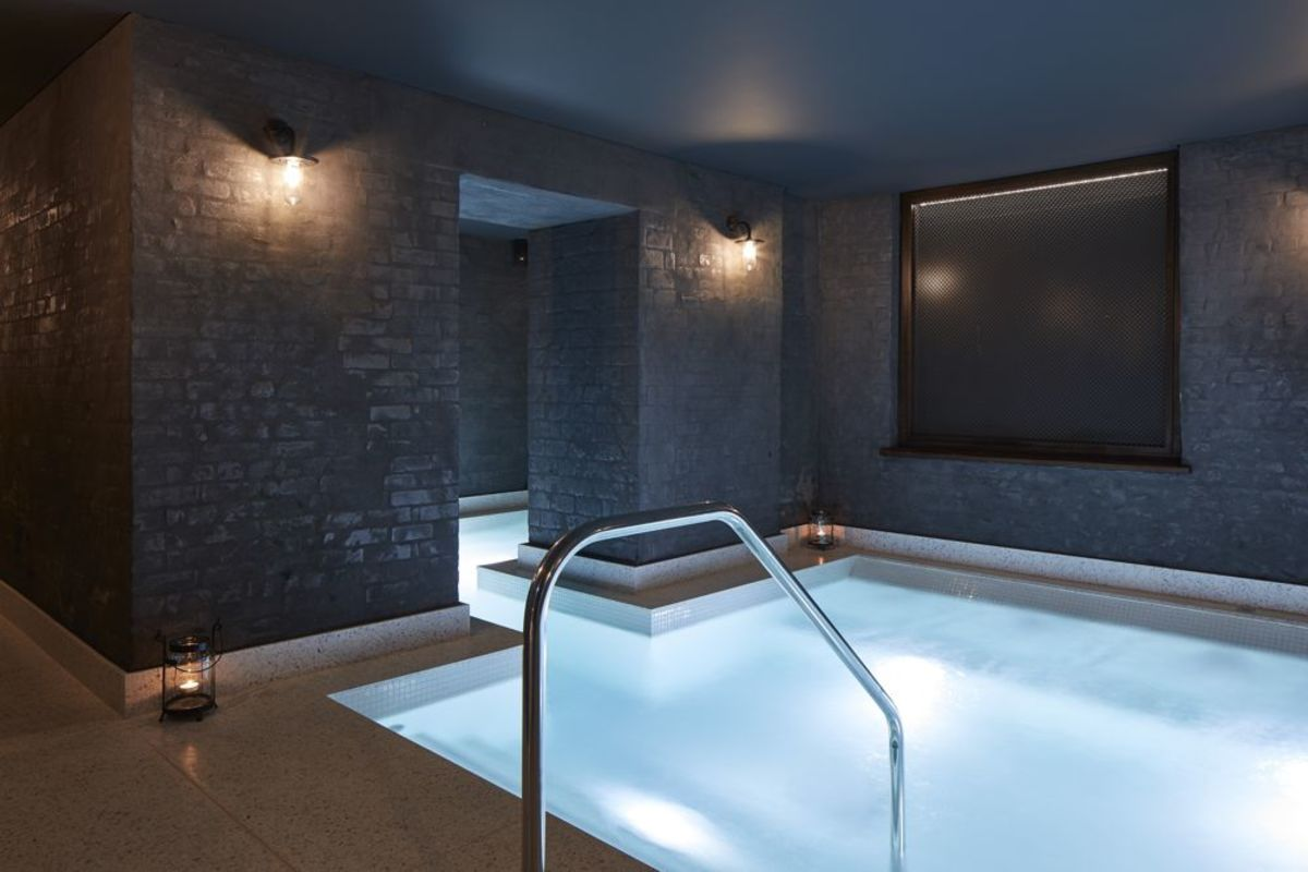 St James Court Spa pool