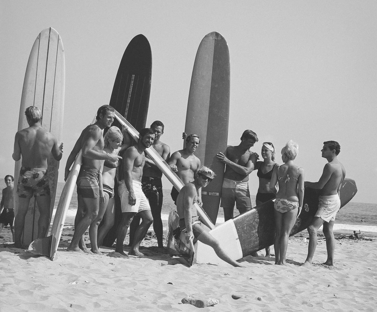 gale-fl-about-intro-surfers