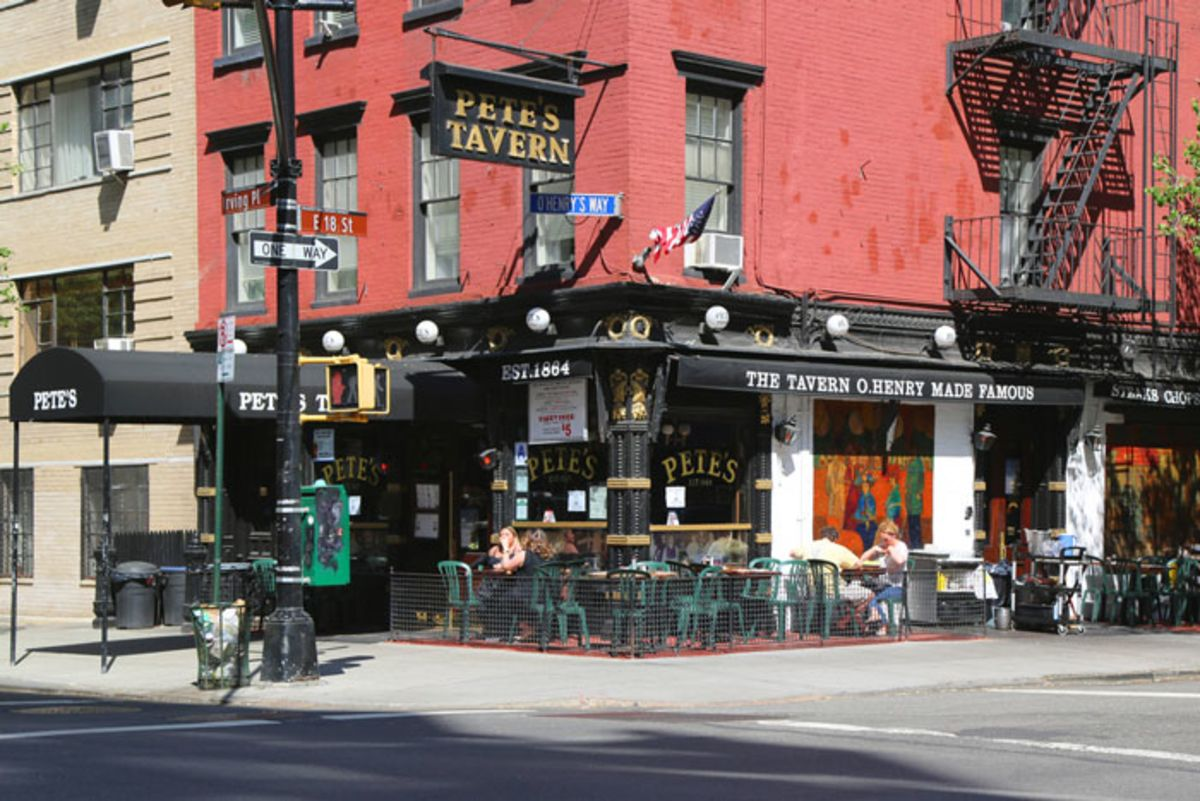 Facade of Pete's Tavern and outdoor seating in New York.