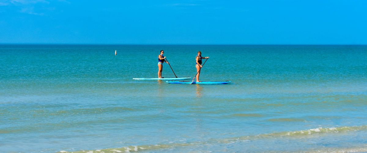 postcard-inn-couple-enjoying-paddle-board