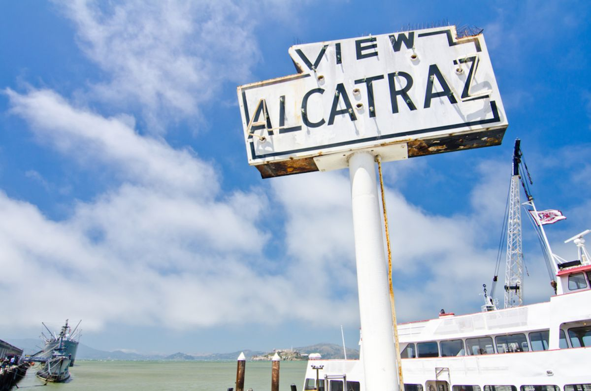 historic-fishermans-wharf-sign-alcatraz