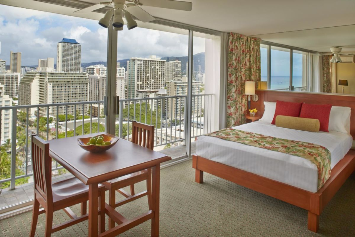 Pacific-Monarch-Studio-Ocean-View-Bed