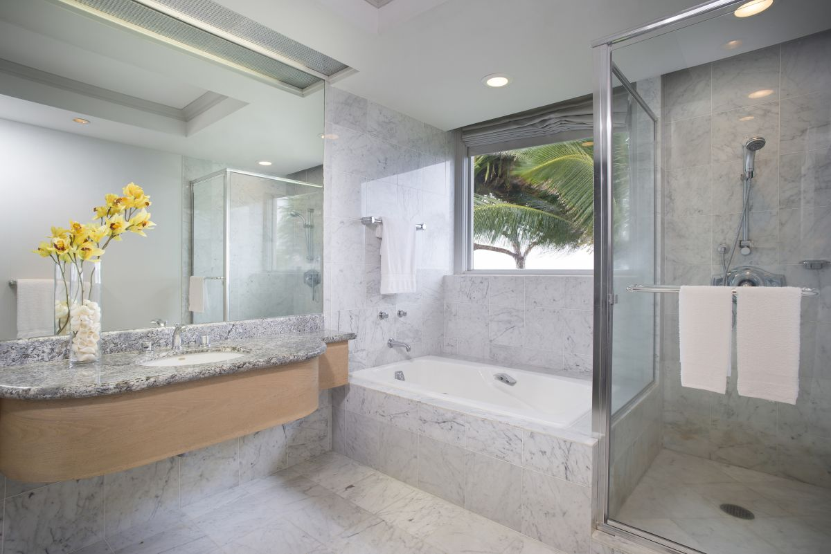 Maui-Beach-Hotel-Oceanfront-Suite-Bathroom