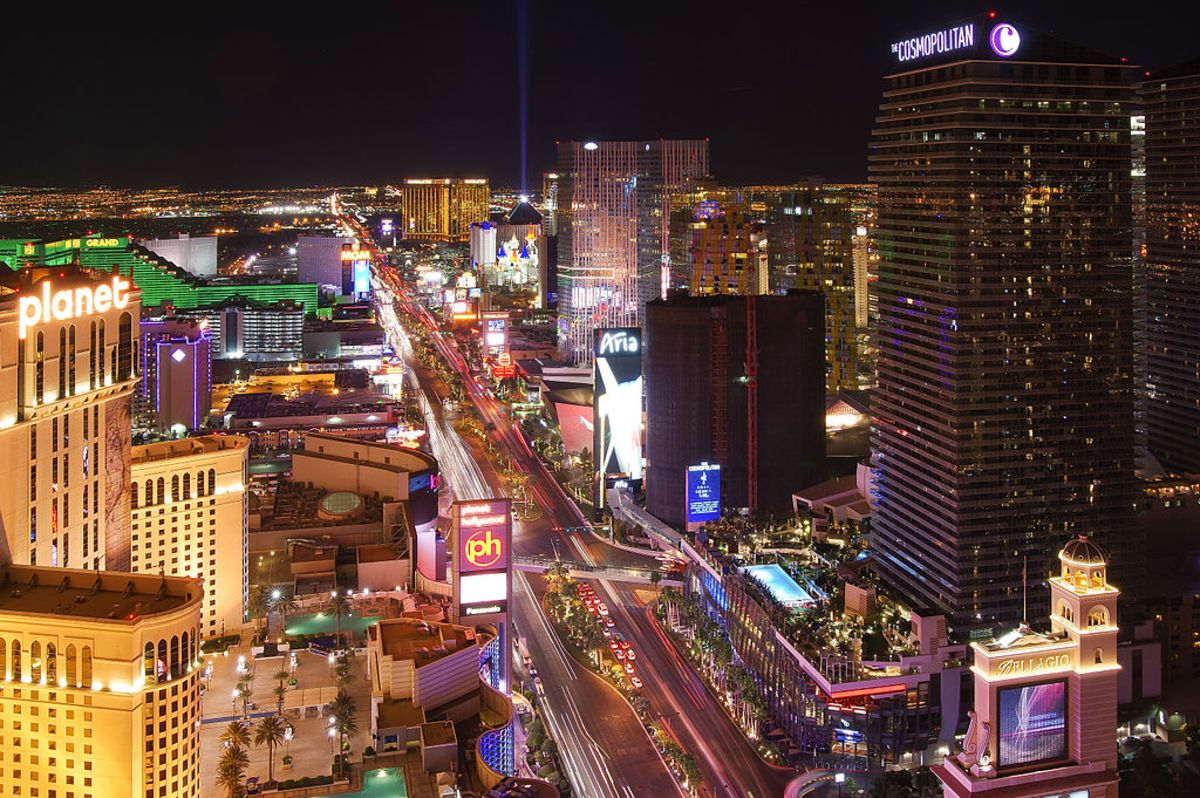 Las_Vegas_Strip_lights_at_night