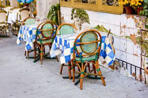 outside-tables-at-italian-restaurant-in-new-york