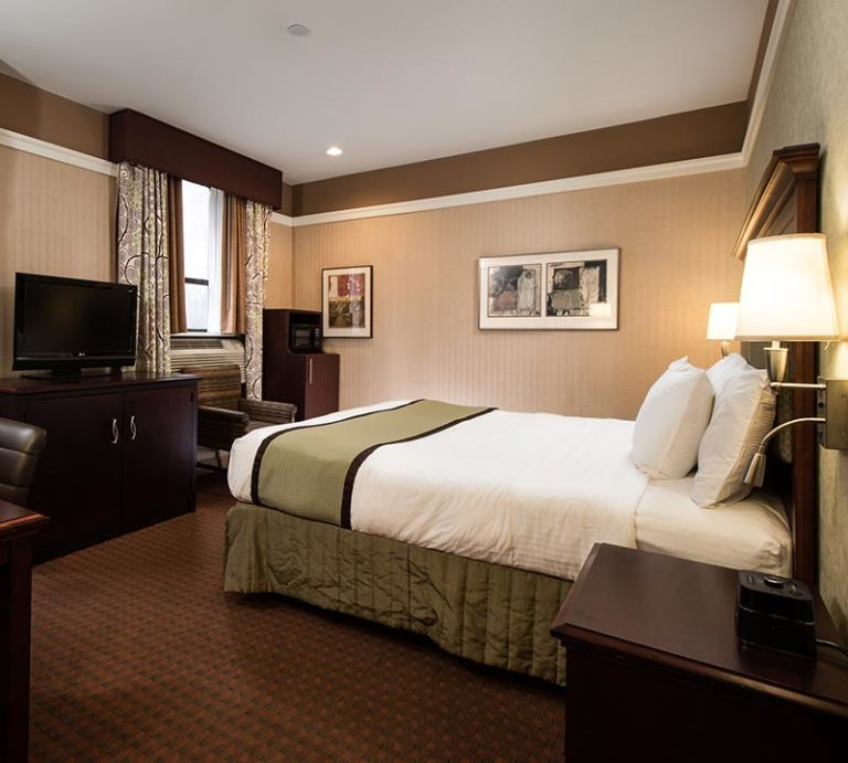 deluxe-non-smoking-king-bed-available-at-nycasa-46-new-york-hotel