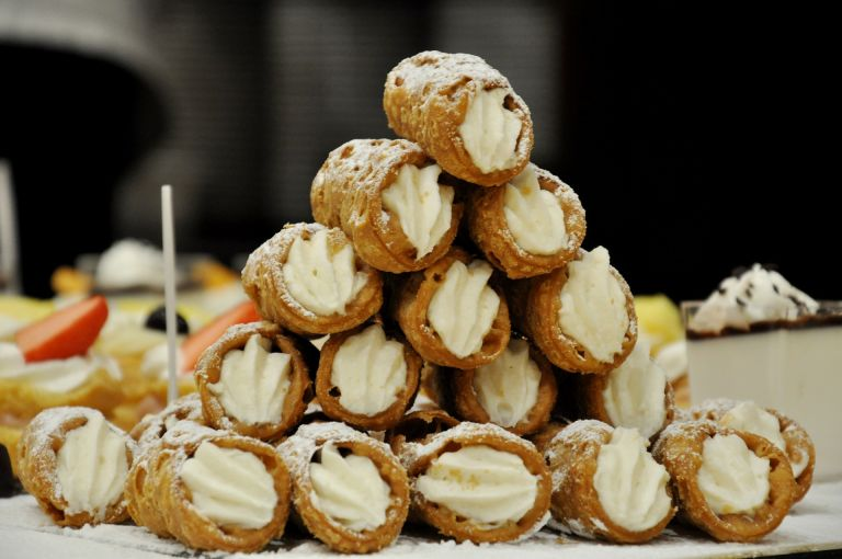 picture-it-sicilian-cannoli
