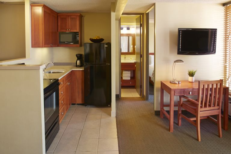 Pacific-Monarch-1-Bedroom-Kitchenette-B