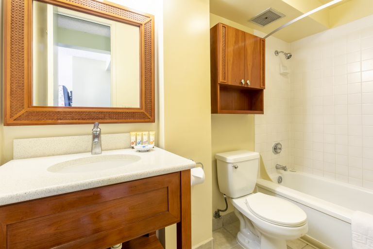 Pacific-Monarch-Studio-Bathroom