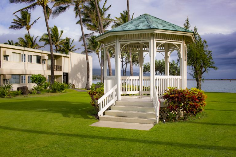 Maui-Beach-Hotel-Exterior-Grounds-2