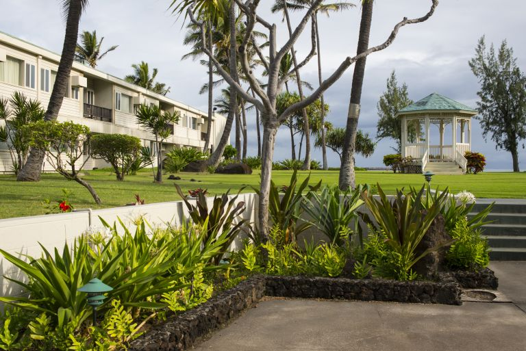 Maui-Beach-Hotel-Exterior-Grounds-3