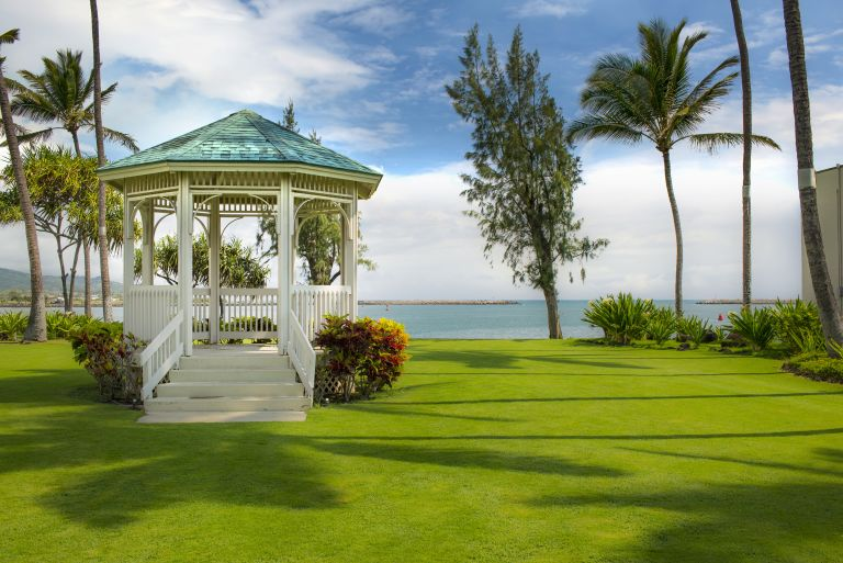 Maui-Beach-Hotel-Exterior-Grounds-6