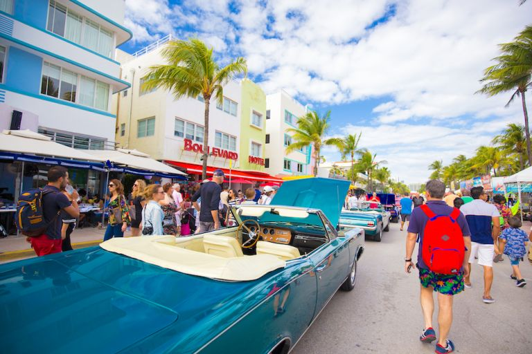 art-deco-weekend-classic-car-south-beach