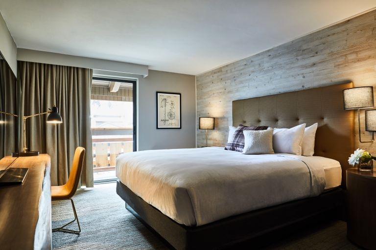 Highline Hotel Vail By DoubleTree - Mountain Chic King Guest-room with Balcony