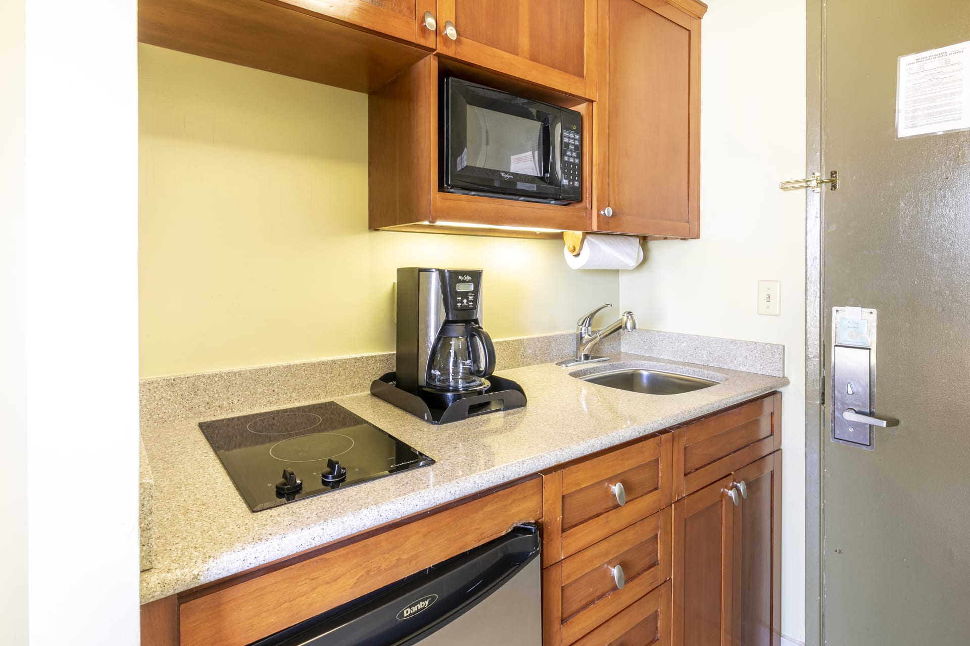 1 Bedroom With Kitchen - 2 Twin Beds