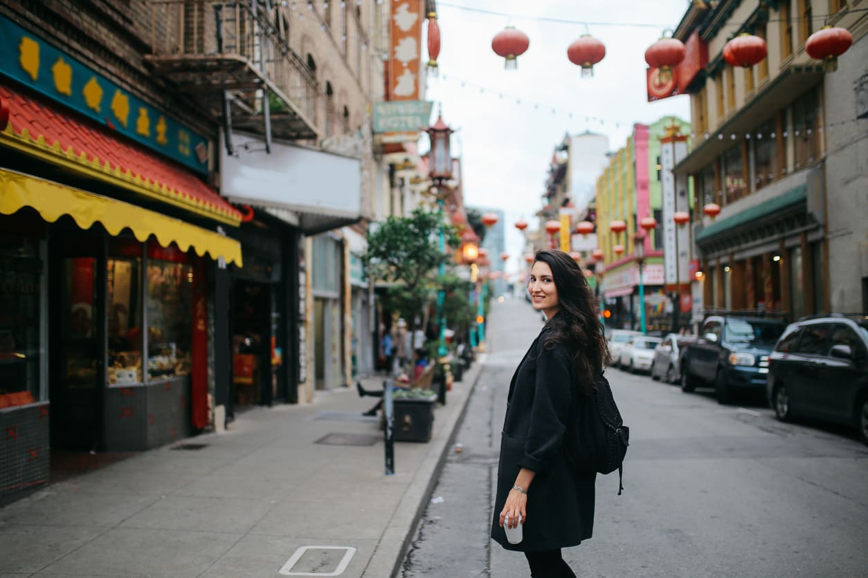 Solo-traveler-in-Chinatown-of-San-Francisco,-California