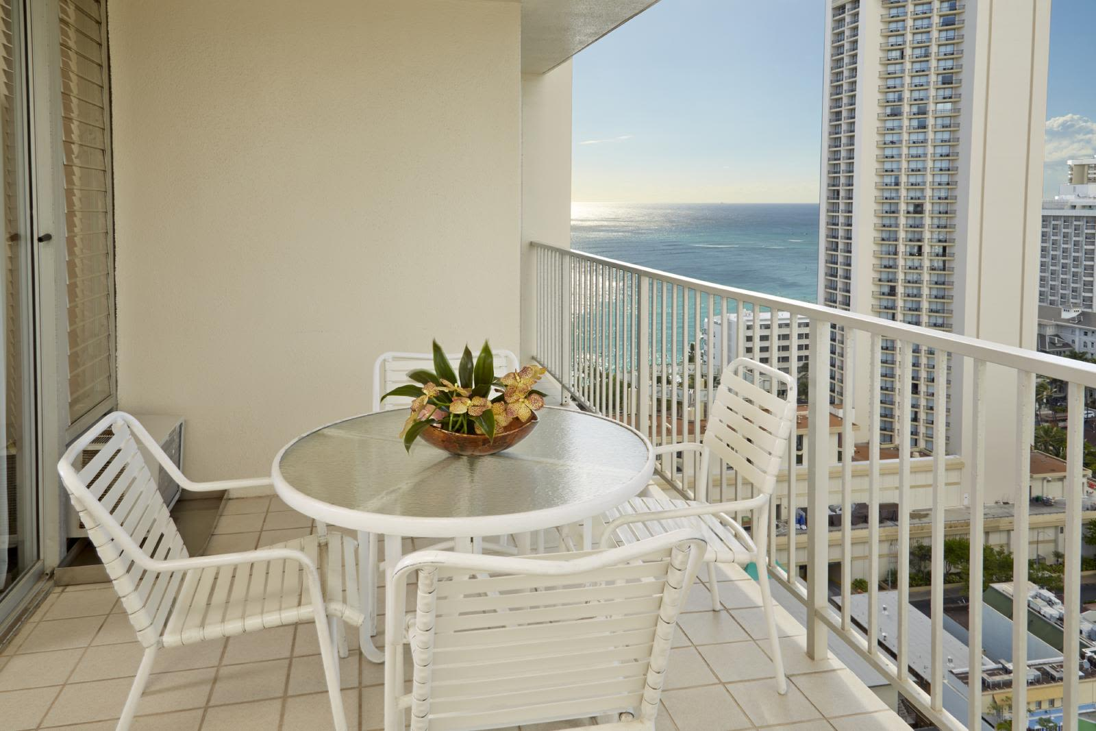 1 Bedroom Partial Ocean View w/ Kitchen - Queen