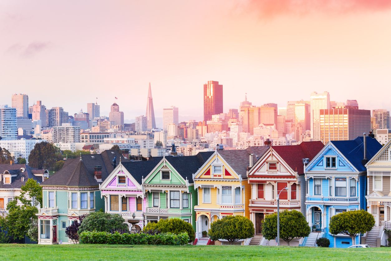 Evening-skyline-of-San-Francisco,-painted-ladies-500045844_1258x838