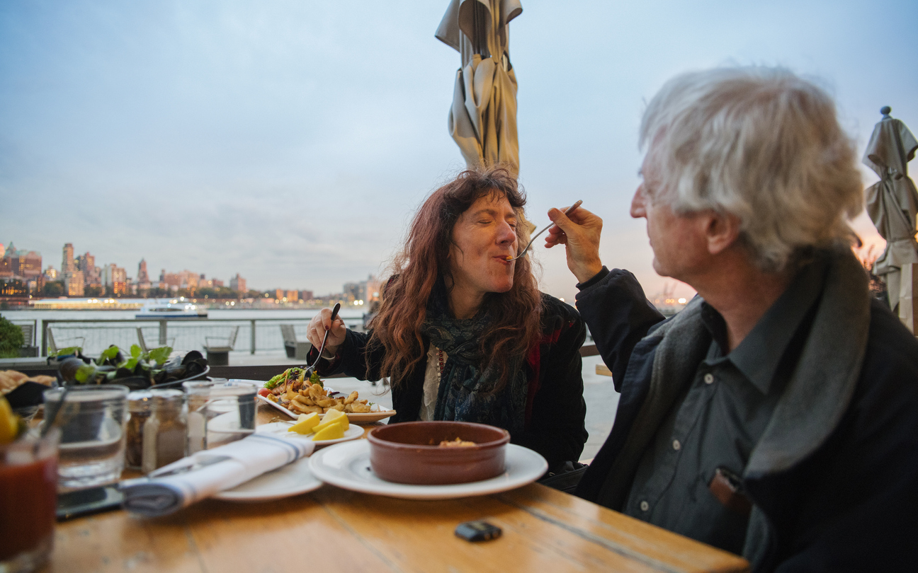 outdoor-eating-uws-waterfront
