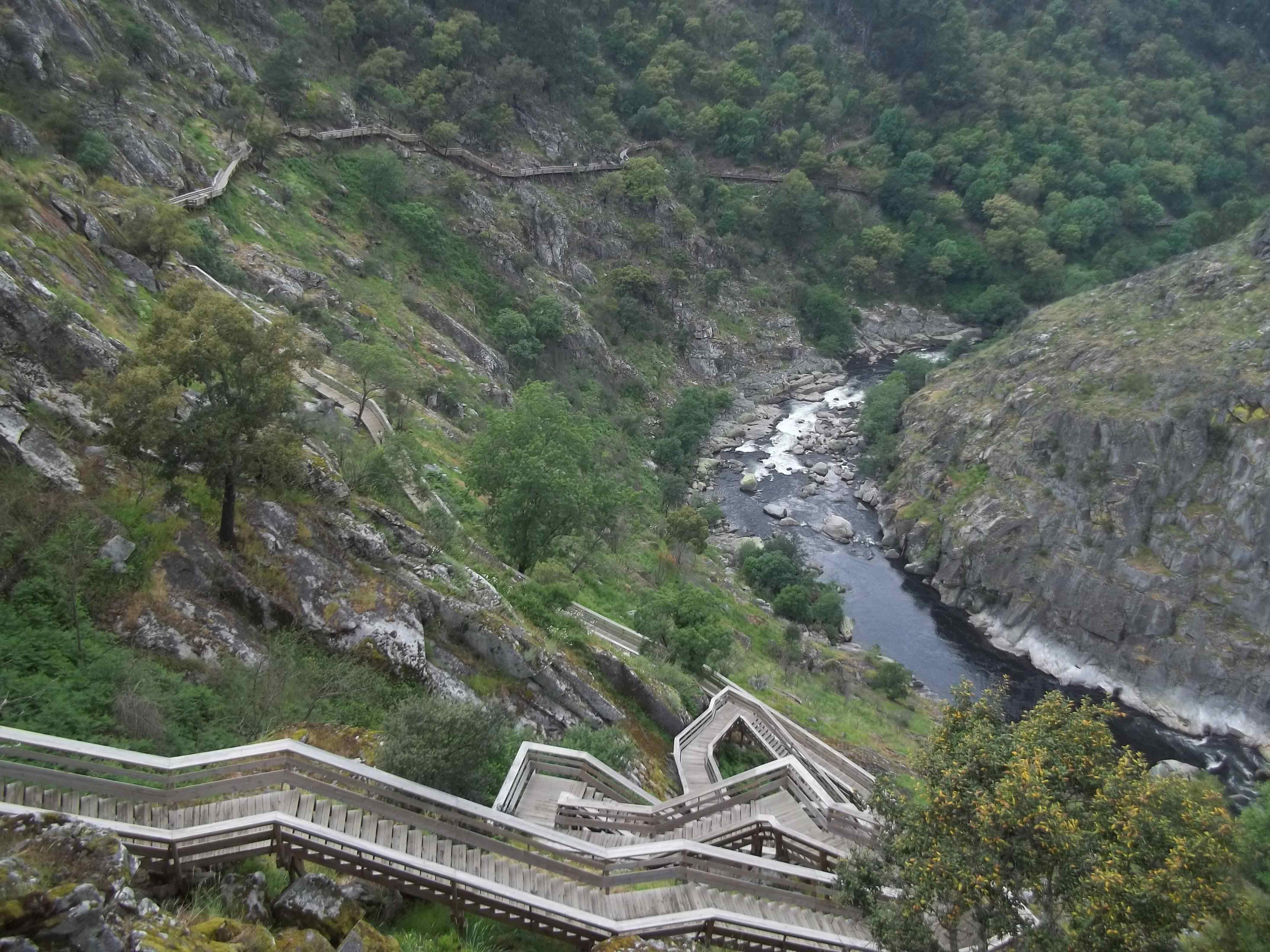 """Tour pelas montanhas Mágicas """"serra da Freita e vale do Paiva"""" (8 horas)"""