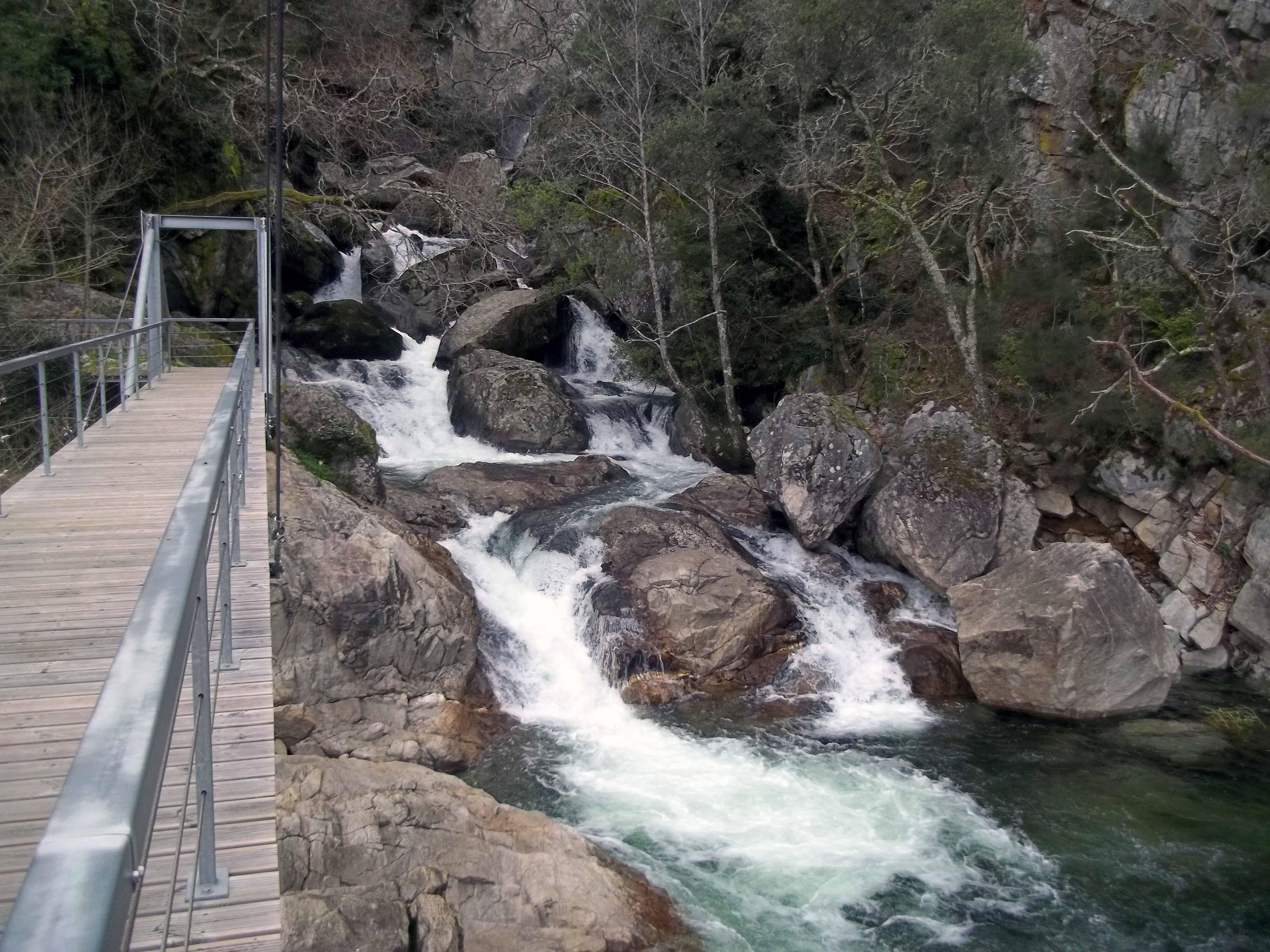 As cascatas e levadas de Couto de Esteves