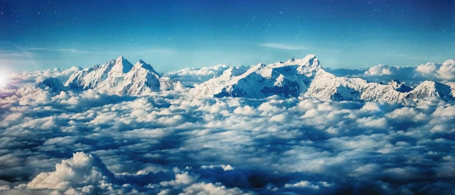 peak of everest moutain in nepal