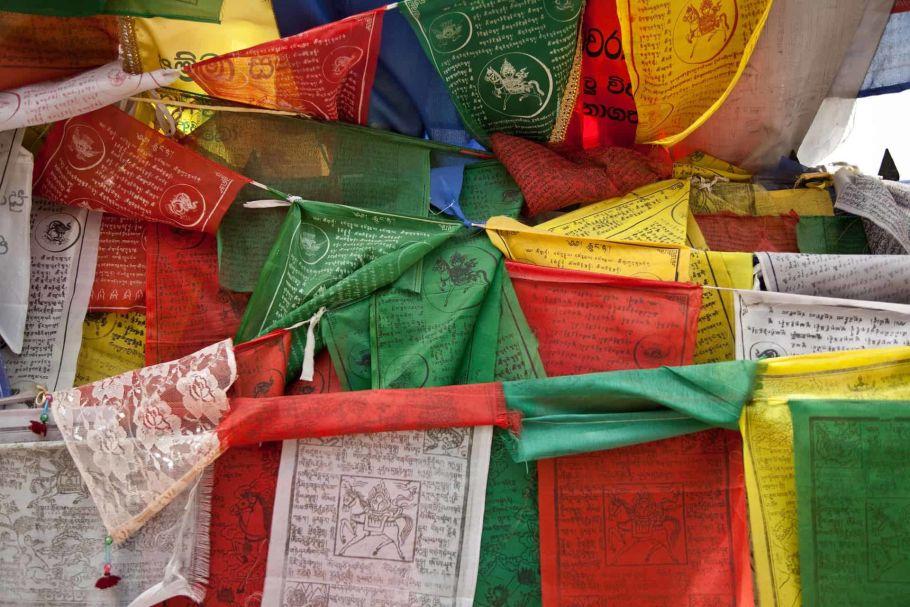 buddhism lumbini prayer flags