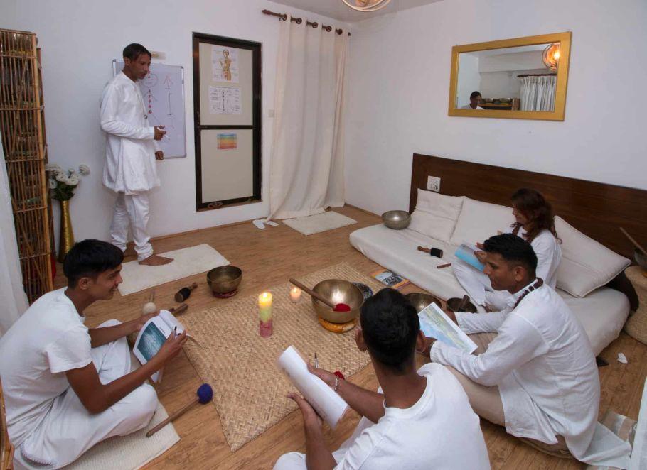 singing bowls for chakras balancing