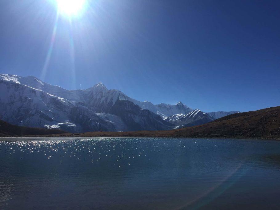 annapurna mountain lake