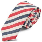 Piros és kék csíkos nyakkendő