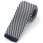 Krawat z dzianiny w biało-granatowe paski