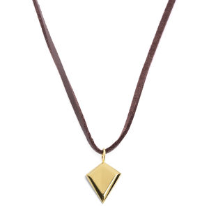Collar de cuero con triángulo dorado