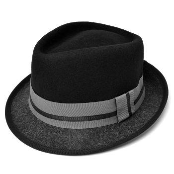 Sombrero de fieltro con copa negra