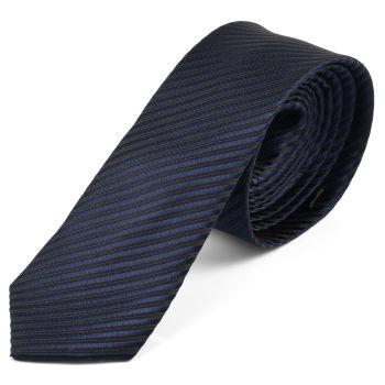 Corbata azul marino a rayas