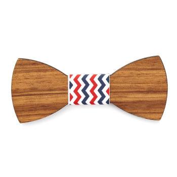 Pajarita roja y blanca en madera