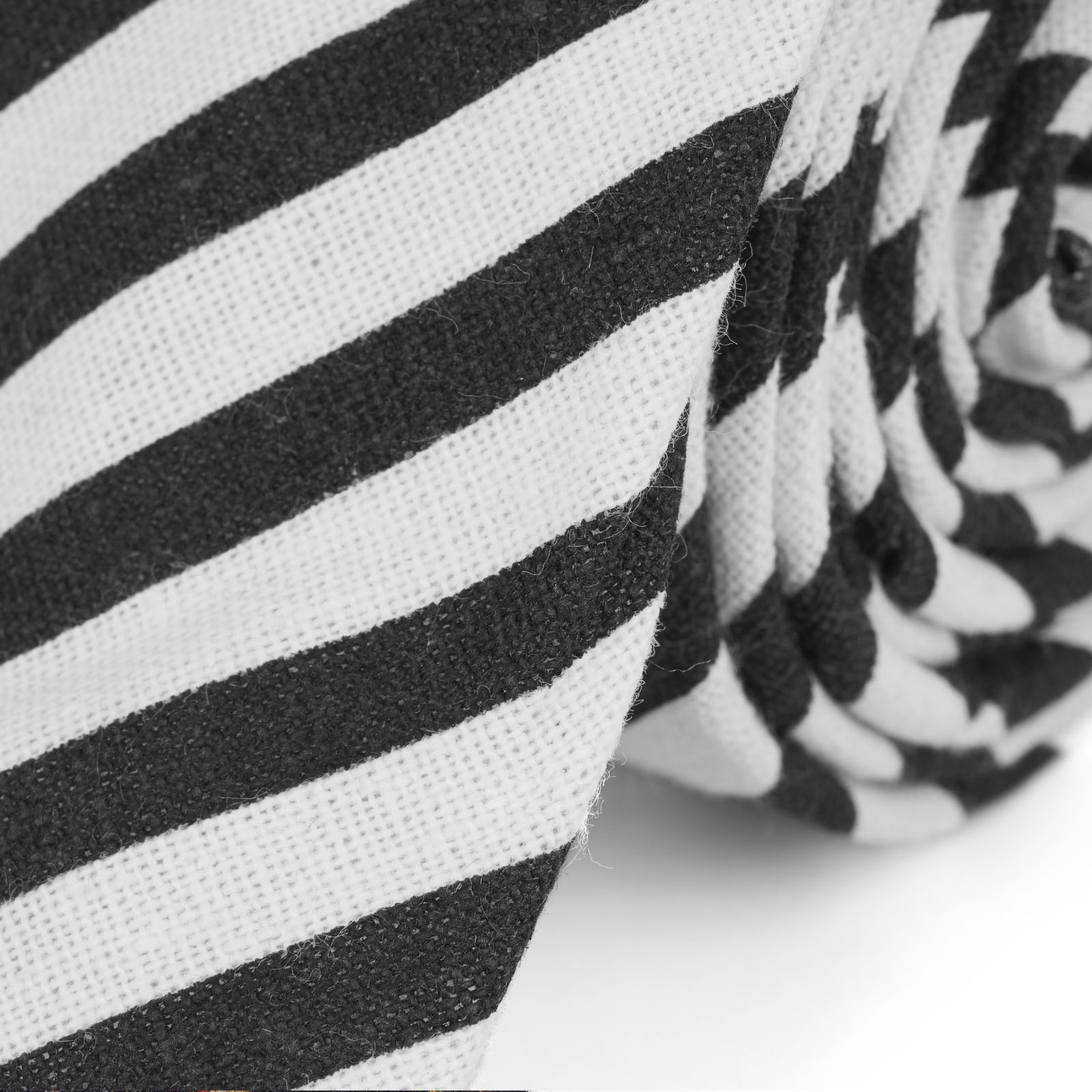 5c3cbe46ab0 Černo-bílá pruhovaná kravata