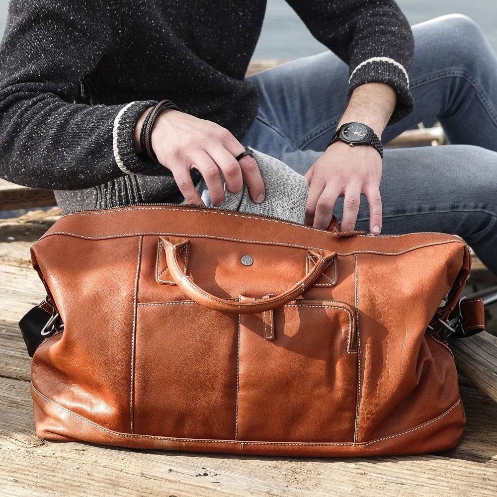 3a8bf7c61485 Oxford Classic nyeregbarna bőr sporttáska | Ingyenes kiszállítás | Lucleon