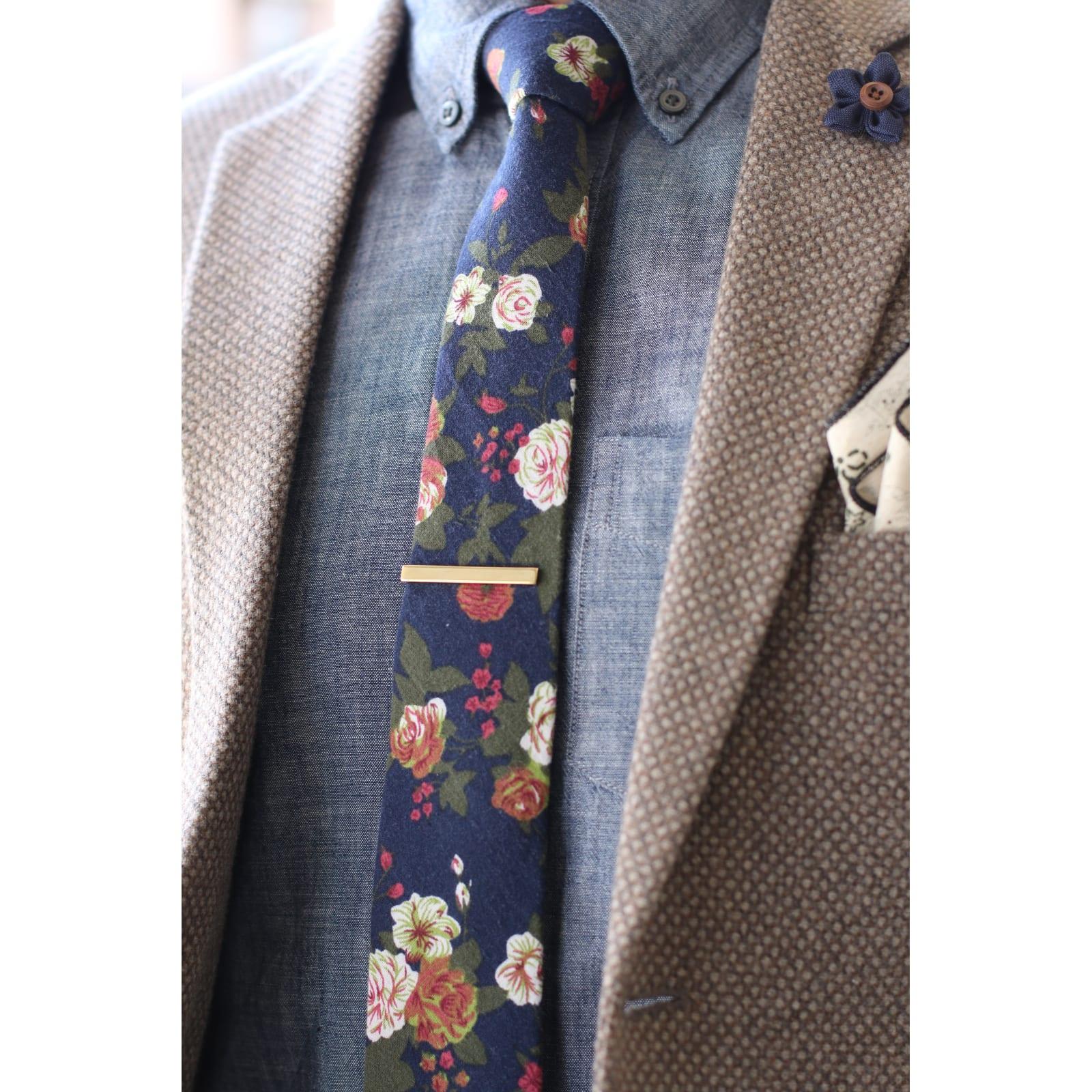 3ab929d68810e Pince à cravate courte dorée | Warren Asher | En stock!